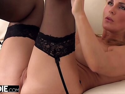 MILF Loves Rubbing Her Pussy To the fore Getting Fucked