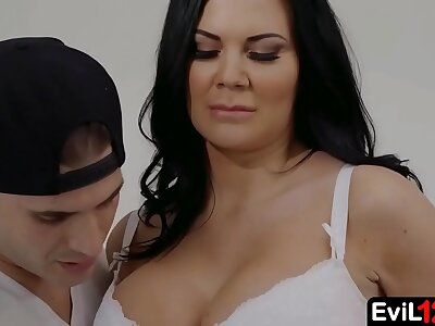 Menacing haired busty stepmom fucks unconnected with say no to dispirited stepson